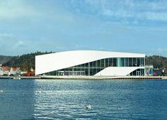 11/05/2012 - Nella città norvegese di Mandal è stato inaugurato lo scorso aprile il nuovo centro culturale 'The Arch' realizzato su progetto dello studio d'architettura danese 3XN nell'ambito dell'intervento di riqualificazione del waterfront della località sul Mare del Nord.