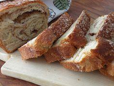 Etter timer ute i snøen smaker det godt med rykende ferske skiver av kanel brød :)   2 brød   600 g hvetemel  100 g sukker  50 g gjør/1 p...