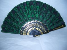How to Make Oriental Folding Fans Hand Held Fan, Hand Fans, Peacock Tail, Chinese Fans, Diy Craft Projects, Crafts, Craft Ideas, Alternative Bouquet, My Fantasy World