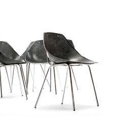 """Chaises """"Coquillage"""" de Pierre Guariche pour Meurop"""