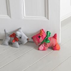 Fix that annoying door that is always drifting shut with this cute Scotty dog doorstop pattern. A handmade doorstop is a quick and easy thing to make and looks great!