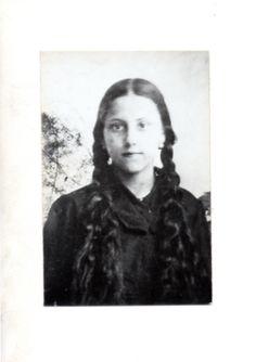 """ANGELITA de JESUS de CASTRO PAZ (1914-1942), Carmelita Descalza de deseo.   A los 12 años  -al recibir el primer """"Besito de Jesús""""-, se consagró Víctima de holocausto al Amor misericordioso por pecadores.  Centenario de su nacimiento."""