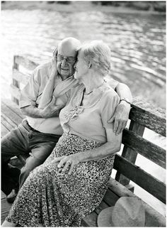 Film Freitag // 65 Jahre Ehe - Fotografie Film Friday // 65 years of marriage - Older Couples, Couples In Love, Photo Calin, Vieux Couples, Growing Old Together, Old Folks, Lasting Love, Dallas Wedding Photographers, Old Love