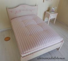 Engel Shabby Stil-Doppelbett, Puppenhaus Miniatur handgemacht, 01:12 skalieren Dolls House