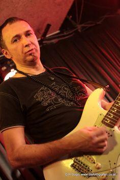 Wieder ein wunderbares Konzert von Tombeck & Band. Diesmal @ Bühne Mayer in Mödling am 26.01.2013. Music Instruments, Guitar, Recital, Musical Instruments, Guitars