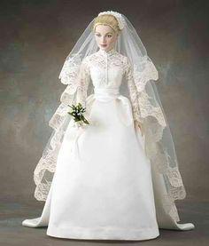 Princess Grace's Wedding Gown (vinyl doll) - The Franklin Mint