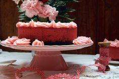 Hoy vengo con mi última propuesta para el día de San Valentin. Si alguno sigue dándole vueltas a qué postre preparar para sorprender ese día, esta red velvet cheesecakees perfecta.