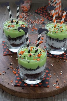 Melted Witch Pudding Parfaits – Halloween Snack  #Food #Drink #Trusper #Tip