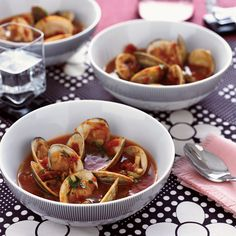 The Good News Nicki Reiss set out to develop this hearty, healthful, tomato-packed clam chowder based on flavors she enjoyed on a trip to Spain. Clam Chowder Recipes, Seafood Recipes, Clam Recipes, Seafood Soup, Fish And Seafood, Wine Recipes, Soup Recipes, Chili Recipes, Oyster Chowder