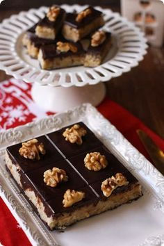 turron-nata-nueces-y chocolate Pastry Recipes, Raw Food Recipes, Sweets Cake, Cupcake Cakes, Chocolates, Desserts With Biscuits, Pastry Cake, Something Sweet, Ice Cream Recipes