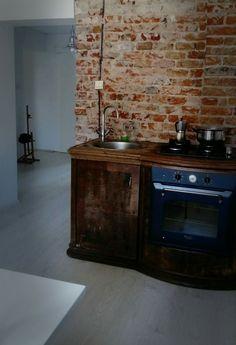 Stara komoda w kuchni