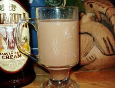 Amarula Café De Cocoa Recipes Yes, this shall be my new winter drink for Christmas morning! 1 ounces Amarula cream liqueur 1 ounce hot cocoa 1 ounce strong black coffee or 1 ounce espresso ounce butterscotch schnapps Toffee Ice Cream, Alcoholic Drinks, Cocktails, Cream Liqueur, Cocoa Recipes, Winter Drinks, Schnapps, Christmas Morning, Black Coffee