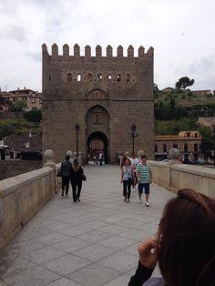 Pórtico da cidade de Toledo. Ponte sobre o Rio Tejo.