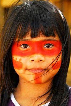 Brazilian indigenous girl Precious Children, Beautiful Children, Beautiful People, Amazon Tribe, Indigenous Tribes, Tribal People, American Indian Art, Pretty Eyes, World Cultures