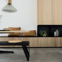 Combineer open vakken in staal, pro. Living Room Tv, Living Room Interior, Apartment Living, Home Interior Design, Home And Living, Room Inspiration, Interior Inspiration, Ikea, Banquette