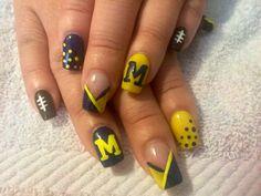 U of M nail art