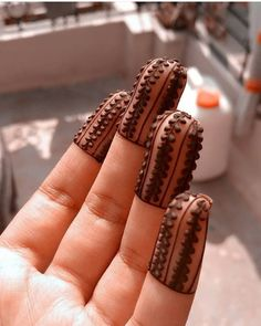 ❤❤Simple finger top design of henna 2019 Indian Mehndi Designs, Mehndi Designs 2018, Mehndi Designs For Girls, Modern Mehndi Designs, Mehndi Design Pictures, Mehndi Images, Henna Tattoo Designs Simple, Finger Henna Designs, Henna Art Designs