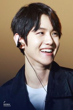 Find images and videos about kpop, exo and baekhyun on We Heart It - the app to get lost in what you love. Joy And Sadness, Chanyeol Baekhyun, Exo Luxion, Show Me The Way, Chinese Boy, Chanbaek, Korean Singer, Boy Bands, My Idol