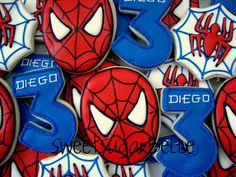 Spiderman Cookies - I love this easy design from Sugarbelle Spiderman Cookies, Superhero Cookies, Superhero Party, Spiderman Theme, Iced Cookies, Royal Icing Cookies, Sugar Cookies, Man Birthday, Birthday Parties