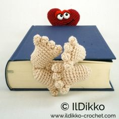 minion crochet patterns Amigurumi Crochet Pattern - Henri le Frog Bookmark This is a crochet pattern and not the bookmark. Do you want to surprise someone with a gift made all b Crochet Bookmark Pattern, Crochet Bookmarks, Crochet Books, Crochet Gifts, Minion Crochet Patterns, Amigurumi Patterns, Quick Crochet, Free Crochet, Crochet Phone Cases