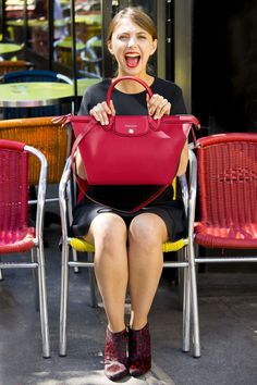 La jolie blogueuse The Brunette / Emilie et son Pliage Héritage de chez Longchamp - En vente sur Deschilde.fr