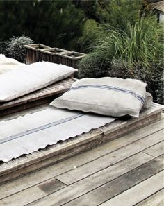 French By Design: Raw, wood and nature mix. linen