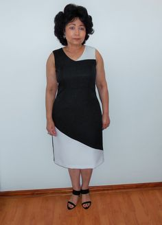 A sleeveles black and white dress with back slit. Great for summer occasions. Colorblock Dress, Black And White Colour, Color Blocking, Designer Dresses, White Dress, Chic, Summer, Blog, Fashion