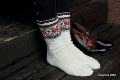 katariina käsitöö Knitting Socks, Slippers, Style Inspiration, Couture, Pattern, Fashion, Gloves, Stockings, Knitting Patterns