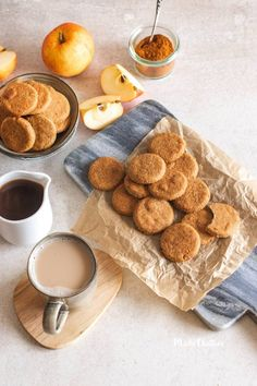 Bolachas de canela e maçã: deliciosas e saudáveis - Made by Choices Healthy Cookies, Yummy Cookies, Apple Cookies, Cookie Desserts, Gluten Free Desserts, Healthy Recepies, Healthy Snacks, Candy Cakes, Chips
