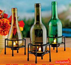 Para embelezar a noite de #Natal, garrafas de vidro reutilizadas como lamparinas de mesa. Vai ficar um charme.