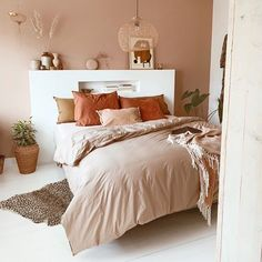 Small Home Interior .Small Home Interior Warm Home Decor, Cheap Home Decor, Home Interior, Interior Design, Interior Paint, Interior Ideas, Interior Styling, Home Decor Bedroom, Diy Bedroom