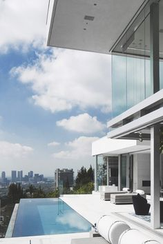 Great minimalist design! A contemporary house with the perfect view!