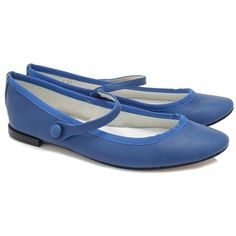 Repetto Lio Ballerina ($290) ❤ liked on Polyvore featuring shoes, flats, blue, leather sole shoes, leather flats, blue flats, ballerina flats and repetto shoes