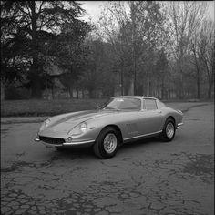Torna a Maranello  la mitica Ferrari 275 GTB4 appartenuta a Steve McQueen: l'attore americano l'aveva ricevuta sul set del film «Bullit», a San Francisco nel 1968.   Corriere.it