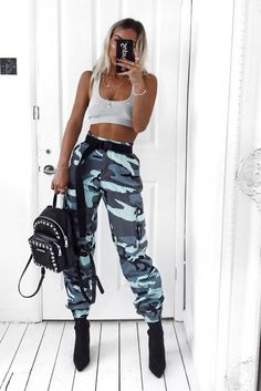 Get this KILLA look Girl's in our Vivi Blue Camo Printed Cargo Trousers. Featuring cargo style fit , pockets and camo printed finish. Style with a cute crop top and some barely there heel's. Teenage Outfits, Teen Fashion Outfits, Mode Outfits, Girl Outfits, Womens Fashion, Fashion Fashion, Street Fashion, Fashion Ideas, Vintage Fashion