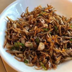 My Mum's Fried Ikan Bilis Condiment - The Food Canon - Inspiring Home Cooks Seafood Recipes, Chicken Recipes, Chinese Bbq Pork, Steamed Cake, Nasi Lemak, Asian Recipes, Ethnic Recipes, Chicken Bacon, Food Hacks
