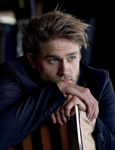 Charlie Hunnam - Jax Teller in Sons Of Anarchy soon to be Christian Grey. Man it coulda been magic Sons Of Anarchy, Pretty People, Beautiful People, Skarsgard Family, Looks Black, Hommes Sexy, Raining Men, Mode Masculine, Christian Grey
