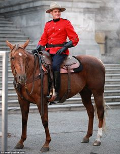 Is he aware he's perpetuating a Canadian stereotype? // Michael Bublé films his Christmas music video dressed as a Canadian Mountie and sat atop a horse. Canadian Things, Canadian Men, Canadian Stereotypes, Mens High Boots, Hot Cops, Police Uniforms, Christmas Photography, Michael Buble, Men In Uniform