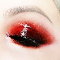 glossy vermilion red eyeshadow gradient