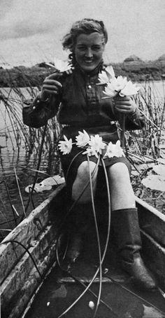 Russian female soldier, World War II soldier uniform soldier soldier beautiful. Ww2 Women, German Soldiers Ww2, Female Soldier, Red Army, World War Two, Old Pictures, Wwii, Military Service, Warriors