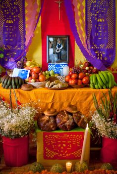 Graphics Adventure: Day of the Dead Altars, a lively tradition.