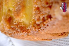 Ce gâteau renversé aux pommes et fromage frais est juste comme je les aime. Généreux, bon et facile à réaliser. J'avais promis un gâteau au yaourt aux enfants pour le goûter de lundi … mais n'avait plus de yaourt. Par contre j'avais