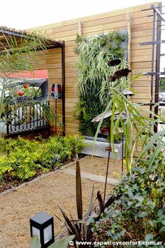 Jardín vertical y fuente http://www.espacioyconfort.com.ar/Decoraci%C3%B3n/mas-sobre-estilo-pilar-2012.html