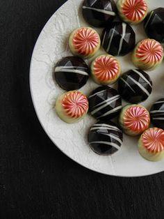 Csokoládé Reformer: Mandulás-meggyes és narancsos-karamellás bonbonok