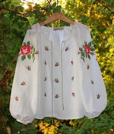 Embroidery Fashion, Embroidery Dress, Embroidered Blouse, Boho Fashion, Fashion Outfits, Womens Fashion, Ukrainian Dress, Mexican Blouse, Mode Boho