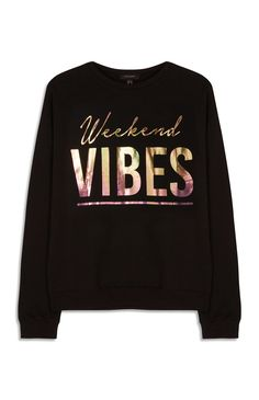 Relaxed, versatile and supremely comfortable, men's and ladies sweatshirts are the casual wardrobe's best friend. Here are a few ideas … Winter T Shirts, Shirt Print Design, Diy Sweatshirt, Textiles, Casual Tops, Shirts For Girls, Streetwear Fashion, Printed Shirts, Sweatshirts