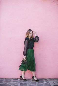 INSPIRE ME My gal pal @livpurvis of What Olivia Did looking most beautiful prancing around the colourful streets of Burano in Italy. Olivia wears an emerald green pleated midi skirt and a lovely black floaty blouse with a matching handbag. That reminds me, how do I still not have a pleated skirt? It's on my autumn wishlist.