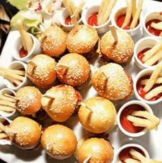 Hot new creative trends wedding food and drinks ideas cheap diy summer fun couple receptions bridal shower on a budget snacks buffet unique rustic outdoor backyard vintage indoor inexpensive creative beach ideas food 2017 Wedding Food Menu, Wedding Snacks, Wedding Food Stations, Wedding Appetizers, Mini Appetizers, Wedding Dinner, Party Snacks, Wedding Reception, Beach Theme Food