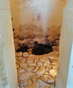 Le château de Maulnes à Cruzy-le-Chatel: l'hypocauste qui servait à chauffer l'étuve.