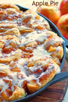 Apple Pie Cinnamon Rolls - This fall I wanted to come up with a quick and easy seasonal sweet roll using ingredients you can easily find or may even have on hand. These delicious apple pie cinnamon rolls were the result. Apple Desserts, Apple Recipes, Just Desserts, Apple Snacks, Baking Desserts, Breakfast Dishes, Breakfast Recipes, Breakfast Biscuits, Breakfast Pizza